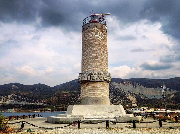 маяк-памятник