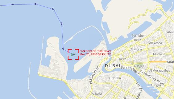 Судно находится на стартовой позиции в бухте Дубая.