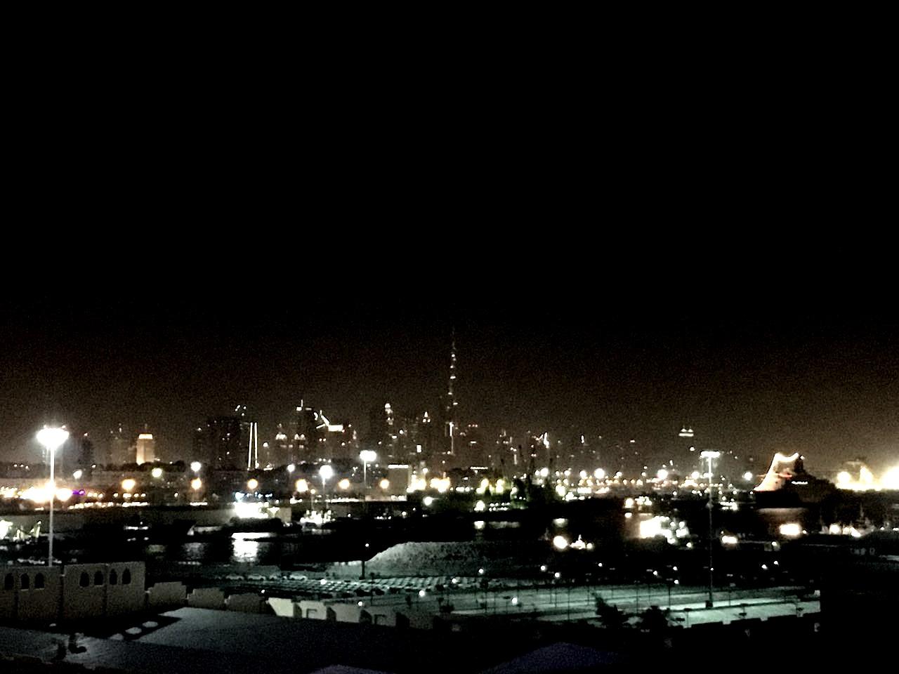 Ночной Дубай, вид с лайнера.